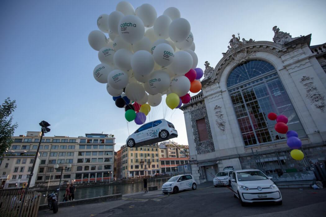 Voiture Catch a car qui vole - Buxum Communication - Agence communication Genève